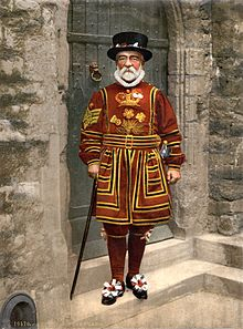 Detroit_Publishing_Co._-_A_Yeoman_of_the_Guard_(N.B._actually_a_Yeoman_Warder),_full_restoration