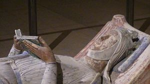 330px-Church_of_Fontevraud_Abbey_Eleanor_of_Aquitaine_effigy